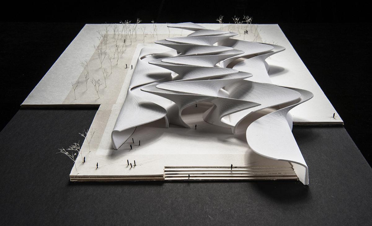 Maqueta impresa en 3D con geometría senoidal