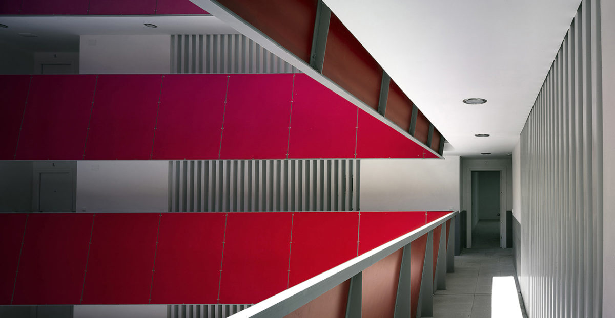 Gallery in central courtyard with red lacquered guardrail